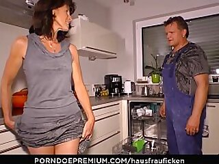 HAUSFRAU FICKEN - Raunchy 69 and cum in mouth for mature housewife