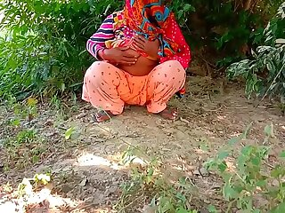 Indian Aunty Outdoor Caught